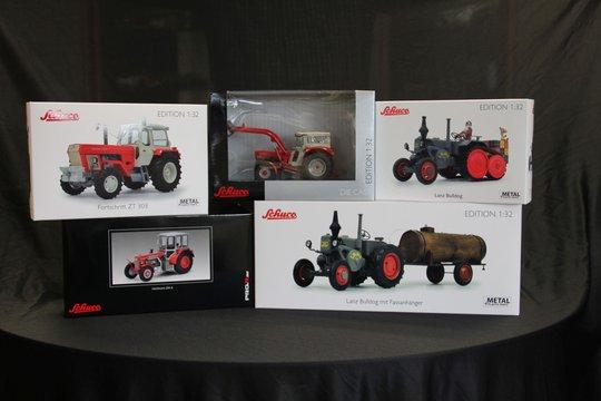 22.-26. Preis 2019: Je ein Modell eines historischen Traktors in 1:32 von Schuco