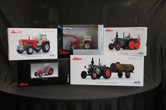 22.-26. Preis 2019: Ein historisches Traktor-Modell in 1:32