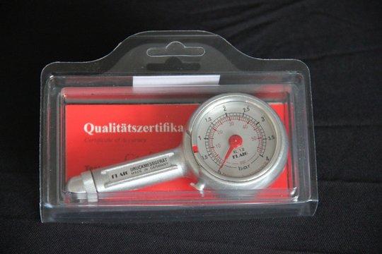 27.-29. Preis 2019: Ein Präzisions-Reifendruck-Messgerät