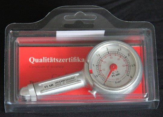 24.-26. Preis 2020: Je ein FLAIG Präzisionsreifendruck-Messgerät mit Druckbereich von 0-4 bar
